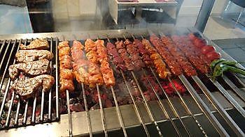Vlees op het vuur Diyar Mangal Houtskoolrestaurant