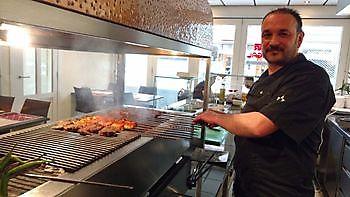 Chefkok Taner Yuksel Diyar Mangal Houtskoolrestaurant