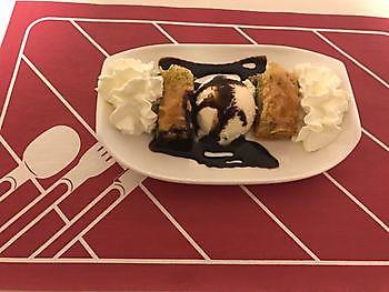 Baklava met ijs Diyar Mangal Houtskoolrestaurant